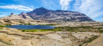 Bectau-ATA - terrain montagneux dans Kazakhstan Photos stock