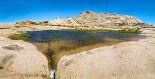 Bectau-ATA - terrain montagneux dans Kazakhstan Photo libre de droits