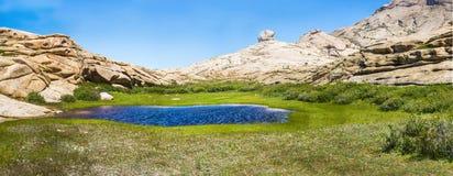 Bectau-ATA - terrain montagneux dans Kazakhstan Image stock