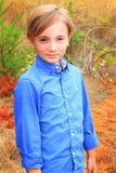 Bedårande gullig unge Arkivbild
