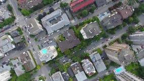 Bedöva bästa sikt för surr för fågelöga 4k flyg- på horisont för cityscape för vägar Vancouver för modern arkitekturskyskrapa i s lager videofilmer