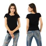 Bedöva brunett med mellanrumssvartskjortan Arkivfoton