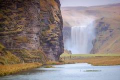 Bedöva den isländska vattenfallet Arkivbild