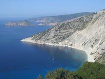 Bedöva den Myrtos stranden i kefalonia, Grekland Arkivbild