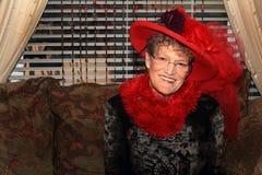 Bedöva den Red Hat damen Arkivfoto