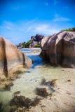 Bedöva den Seychellerna stranden Arkivbilder