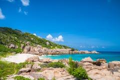 Bedöva den tropiska stranden i Seychellerna Arkivbild