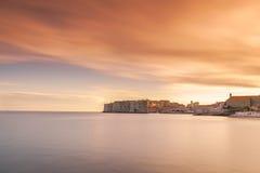 Bedöva Dubrovnik den gamla staden på solnedgången Royaltyfri Bild
