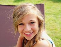 bedöva för flicka som är tonårs- Arkivfoton