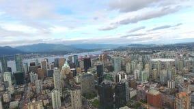 Bedöva flyg- sikt för surr 4k på Vancouver modern arkitekturskyskrapa vid för cityscapehorisont för flod i stadens centrum seasca arkivfilmer