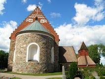 Bedöva Gamla Uppsala Kyrka den gamla kyrkan och det Klocka tornet i den gamla staden av Uppsala, Sverige Arkivbild