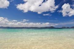 Bedöva havet nära El Nido - Palawan, Filippinerna royaltyfri foto