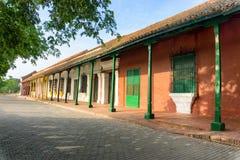 Bedöva kolonial arkitektur i Mompox royaltyfri foto