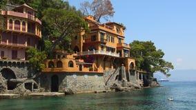 Bedöva panoramautsikt på den härliga italienska fjärden av Portofino lager videofilmer