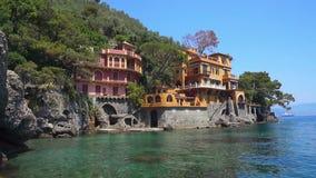 Bedöva panoramautsikt på den härliga italienska fjärden av Portofino arkivfilmer
