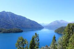 Bedöva sikt över lakelandsna i Bariloche, Argentina Arkivbilder