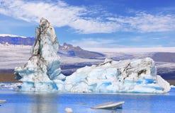 Bedöva sikt av den is- sjön Jokulsarlon, Island Royaltyfria Bilder