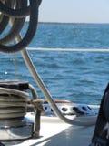 Bedöva sommar på en segelbåt Arkivfoto