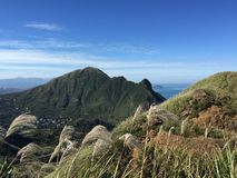 Bedöva Taiwan bergsikt i höst arkivbild