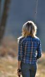 Bedöva ungt blont kvinnafiske Arkivfoto