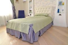 Bed in een slaapkamer van kinderen Royalty-vrije Stock Fotografie