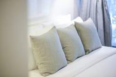 Bed en hoofdkussen Stock Afbeelding
