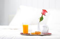 bed frukostromantiker Royaltyfri Fotografi