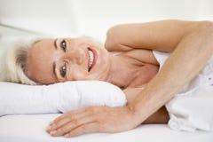 bed lying woman Στοκ εικόνα με δικαίωμα ελεύθερης χρήσης