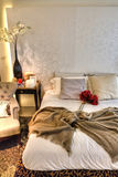 Bed met Rozen Stock Foto