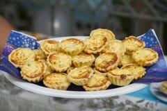 bed savory mellanmål för ljusbruna för oststugagrönsallat räkor för deltagaren Royaltyfri Foto