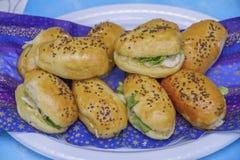 bed savory mellanmål för ljusbruna för oststugagrönsallat räkor för deltagaren Arkivbild