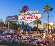 Bed van Bloemen en uitdrukking van deelneming na Verschrikkingsaanval in Las Vegas - LAS VEGAS - NEVADA - OKTOBER 12, 2017 Royalty-vrije Stock Foto's