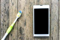 Bedarf, Mobiltelefon zu benutzen, wenn aufwachen Sie stockfoto