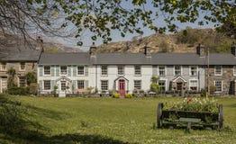 Beddgelert, Wales, Großbritannien - eine Reihe von Häusern lizenzfreie stockbilder