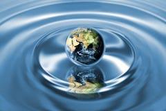 Bedecken Sie Oekosystemkonzept mit Erde Stockbilder