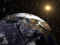 Bedecken Sie Planeten mit Sonne im Raum und in den Sternen mit Erde lizenzfreie stockbilder
