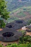 Bedecken Sie Schloss, gekennzeichneten chinesischen Wohnsitz, in der Landschaft der Südchina mit Erde Lizenzfreies Stockfoto