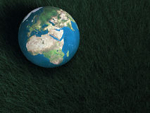 Bedeckt Kugel über Meer mit Erde Stockbild