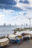 Bedeckte Fischerboote und Yachten im Millevele Lizenzfreie Stockfotografie