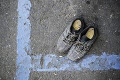 Bedelaars` s schoenen stock foto