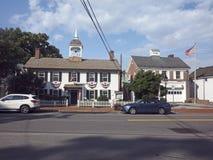 Bedford fri offentligt bibliotek och brandstation Bedford Village, Arkivbild