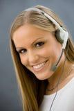 Bediener, der auf Kopfhörer spricht Lizenzfreies Stockbild
