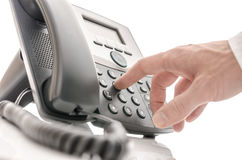 Bediener, der eine Telefonnummer wählt Stockfoto
