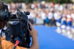 Bediener einer Fernsehkamera stockbilder