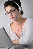 Bediener erledigt Arbeit lizenzfreies stockbild