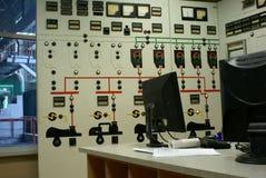 Bedienerraum an einer Triebwerkanlage Stockbilder