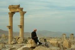 Bedouin em ruínas do Palmyra, Syria imagem de stock