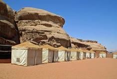 Bedouin kamp in de woestijn Stock Afbeelding