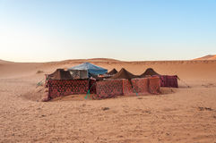Bedouin kamp in de woestijn van de Sahara Stock Foto's