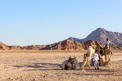 Bedouin stammenmensen in de Sinai woestijn Stock Foto's